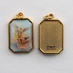 Aranyozott egyoldalas nyolcszög medál Szent Mihály főangyal képpel